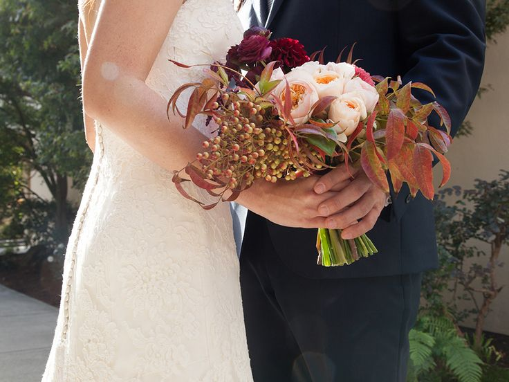 Fall-inspired bridal bouquet | Photo: Sarah Peet