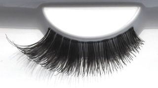 Seduce your man with favUlash's seductive DAVAO human hair false eyelashes that hypnotize men and make other girls envious!