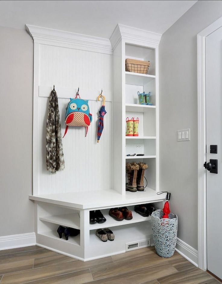 Cool 47 Adorable Rustic Mudroom Bench Decorating Ideas On A Budget. More at https://trendhomy.com/2018/02/24/47-adorable-rustic-mudroom-bench-decorating-ideas-budget/
