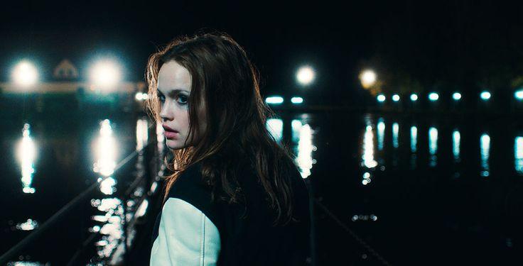 """""""LenaLove"""" - Emilia Schüle spielt in """"LenaLove"""" die unsichere Lena, die im Netz gemobbt wird und dadurch in reale Gefahr gerät."""
