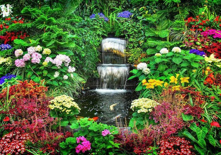 Cascade De Jardin Fleuri Wallpaper