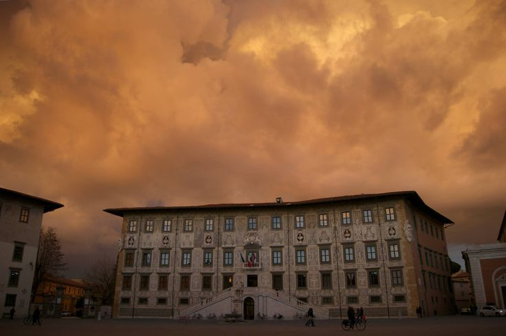 """La Normale """"in fiamme"""" foto di Nicola Sapiens"""