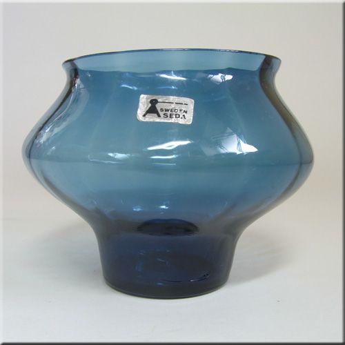 Aseda Glasbruk Swedish blue glass vase, pattern number B15/17, 80mm tall, designed by Bo Borgstrom, labelled.