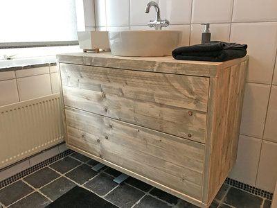 Het badkamermeubel kan volledig op maat gemaakt worden. U kan zelf de afmetingen, afwerking en het meubelbeslag bepalen.