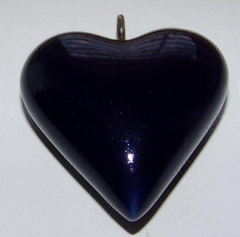 Royal Copenhagen porcelain heart pendant. WTB really bad :O)