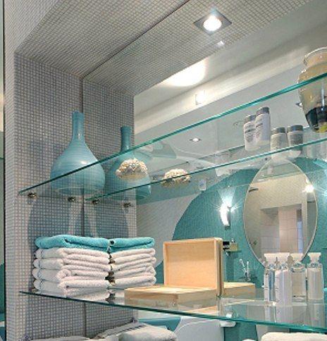 Стеклянные полки для ванной комнаты – удобно и красиво!  Полки из ☁ стекла в ванной комнате – прекрасное решение, чтобы увеличить пространство в ней, но не загружая ее различными тяжелыми предметами мебели или конструкциями, как это делают обычные полки. #ванная #сантехника http://santehnika-tut.ru/aksessuary-dlya-vannoj/polki-steklyannye/