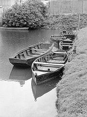 Barques dans le marais. Jean Renier