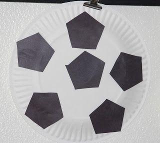 paper plate soccer ball -- #sports, #toddler, #preschool