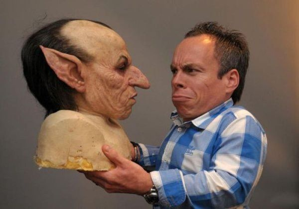 Warwick Davis With His Gringotts Goblin Bust Warwick Davis Harry Potter Universal Harry Potter Museum