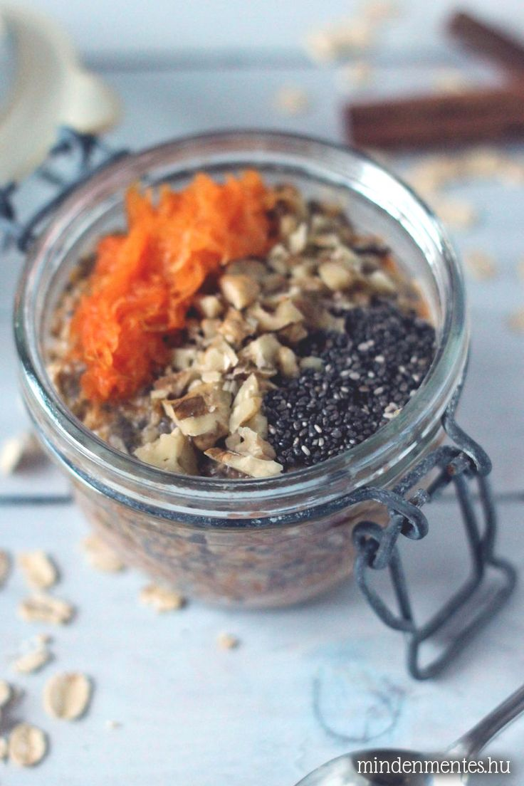 Éjszakai zabkása ('overnight oats'): főzés nélkül, akár napokkal előre elkészíthető, IR-barát, gluténmentes, vegán recept, sütőtökös-fűszeres változatban.