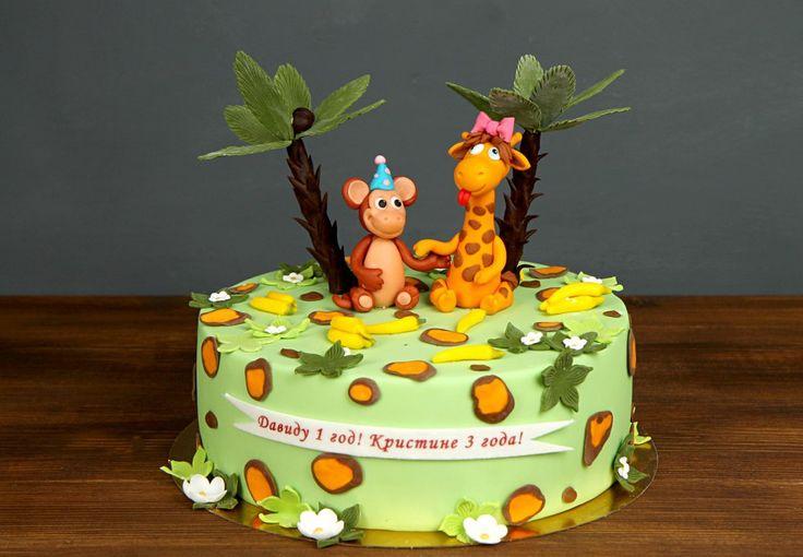 """Детский торт """"Африка""""  В далекой Африке, на горячем пялящем солнце присели в тень под пальму жираф и обезьянка. Картина была настолько чудесной, что наши кондитеры захотели воплотить её в свой вид искусства - самый лучший торт из мастики😄 Представляем Вашему вниманию торт для малышей, любящих животных Африки😉  Тортик на фото можно заказать от 2-х кг всего за 2150₽/кг. В стоимость включено изготовление одной #фигуркинаторт. Каждая последующая #фигуркаизмастики - 1000₽.  Специалисты #Абелло…"""