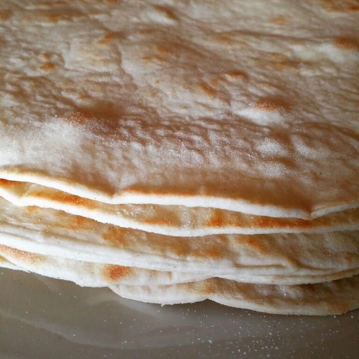 LA PIADINA  Una delle ricette bimby più riuscite secondo me, direi perfetta.  INGREDIENTI: *500g farina 0 *70g strutto  *1 bustina di lievito per torte salate (la bustina gialla per intenderci) *350g di latte  *6g di sale PROCEDIMENTO: Mettere nel boccale lo strutto,  latte e lievito: 2 minuti 37° vel 4. Aprire e versare la farina andando a spiga per 2 minuti e inserendo il sale verso gli ultimi 30 secondi.  Togliere l'impasto dal boccale, lavorarlo brevemente, si presenterà piuttosto…