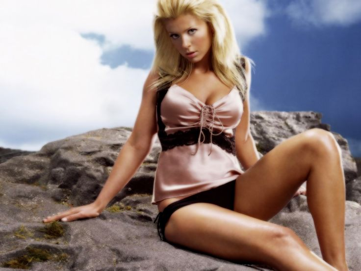 tara reid Wallpaper HD Wallpaper