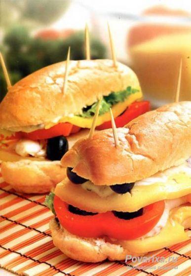 Сэндвичи с курицей - рецепт сэндвича с курицей, сыром и перцем.