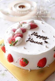 Korean strawberry cake recipe. You'll want an online translator. :)