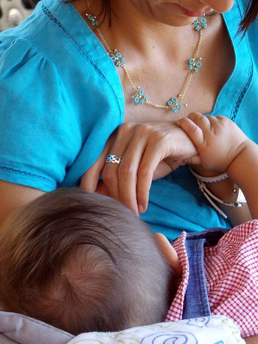 How two lesbian mamas share breastfeeding duties | Offbeat Families
