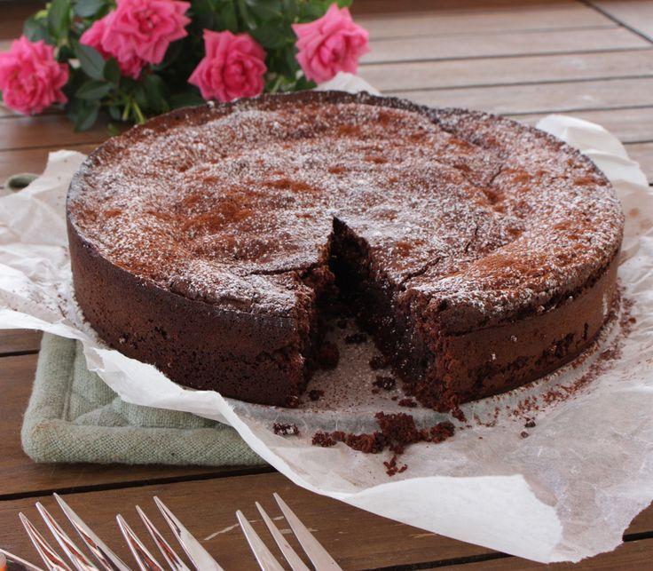 Allergivennlig, mørk sjokoladekake smaker himmelsk som hverdagsdessert!