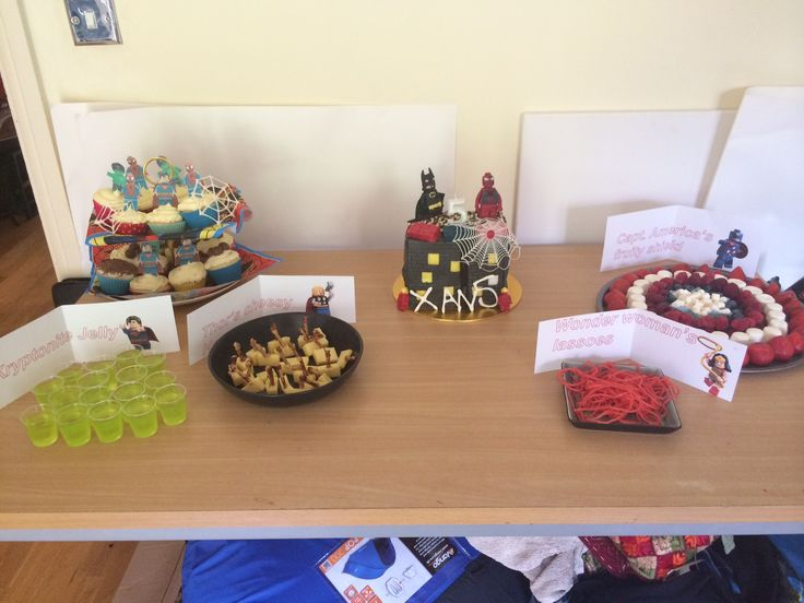 Superhero party food: Captain america fruit pizza, wonder woman's lassoes, Kryptonite jellies and  Thor's cheesy hammers!