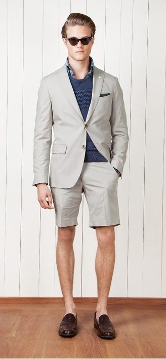 Arborer un veston avec un bermuda, c'est la tenue idéales lors d'