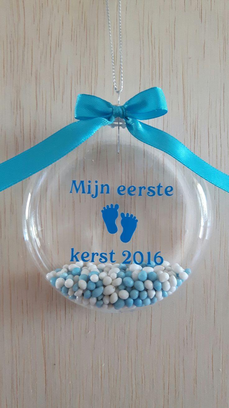 Mijn eerste kerst 2016 kerstbal met blauwe geboortemuisjes. Verkrijgbaar bij www.kraamgifts.nl