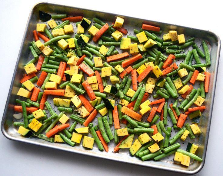 Vegetales rostizados con hierbas y ajo.  Roasted vegetables with herbs and garlic