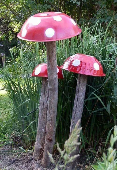 grappige zelfgemaakte paddenstoelen voor in de tuin