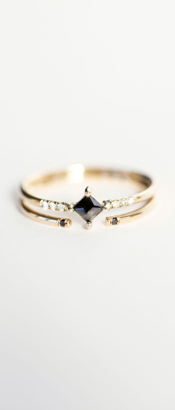 Jennie Kwon Designs Diamond Equilibrium Point Ring Bague Pierre noir losange or