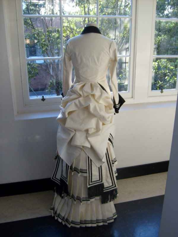 Bustles. | Victorian Dresses - a reproduction gown - absolutely lovely