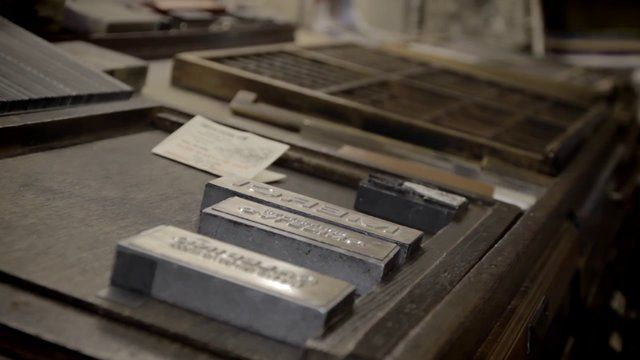 Letterpress printing process of the large Calepino notebooks in France. http://en.calepino.fr