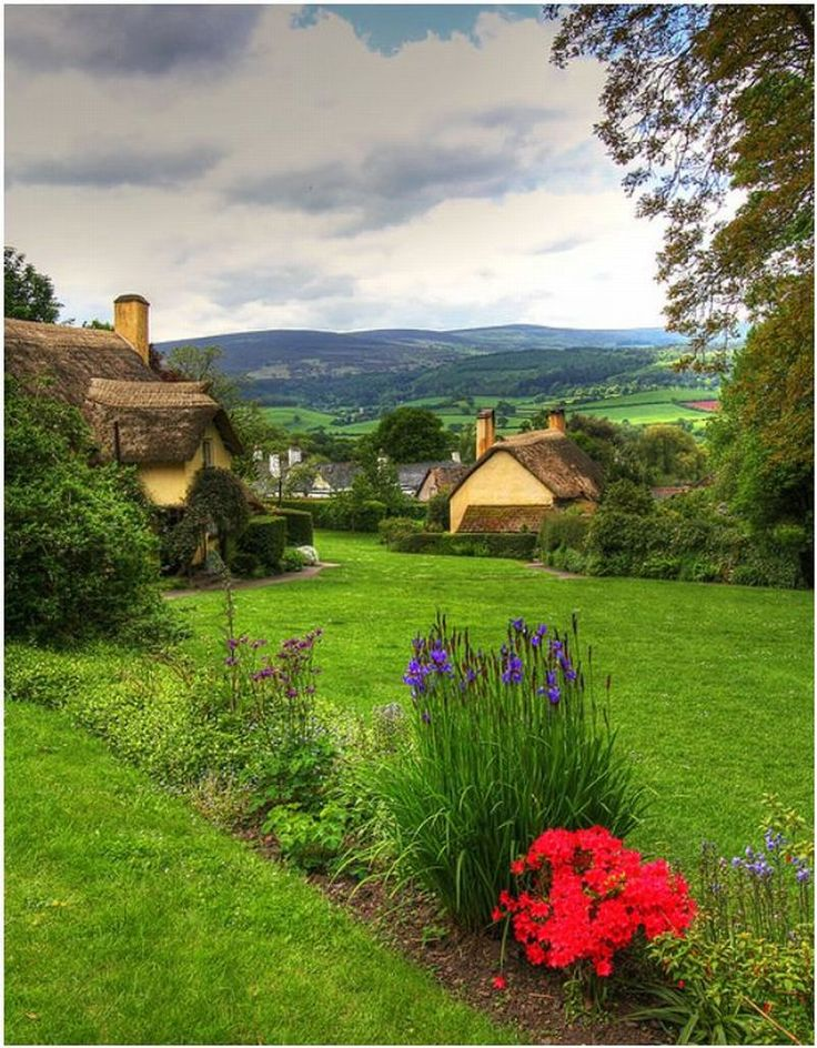 Devon village looks like the picture perfect little town!