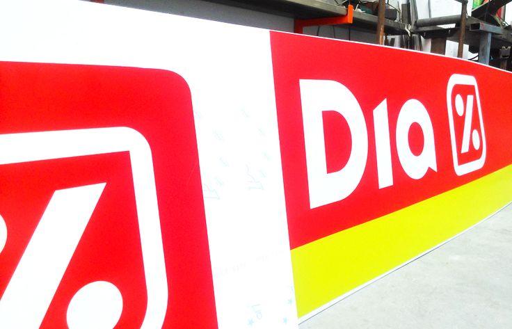 En Project Sign trabajámos en la implantación de la nueva imagen de los supermercados DIA. Preparando el material para salir a colocar nuevos rótulos, banderolas, vinilos, etc. En pocos días saldrémos para Lorca, Madrid centro, Castellón, Leganes, Zaragoza, Cartagena, Murcia, etc...  #Rotulos, #ImagenCorporativa, #Rotulación, #PublicidadExterior, #Diseño, #Impresion, #Vinilo, #Decoración