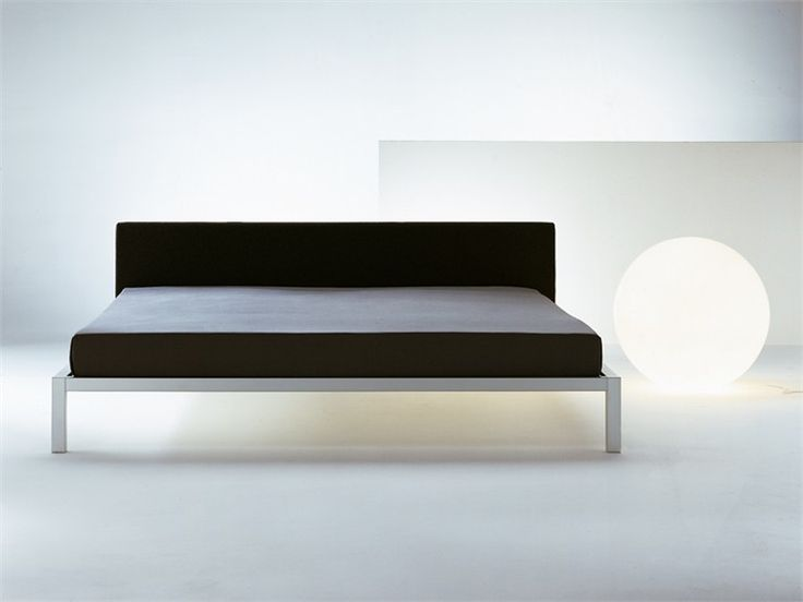 Cama con cabecera tapizada ALUMINIUM BED SOFT Colección Aluminium by MDF Italia | diseño Francesco Bettoni