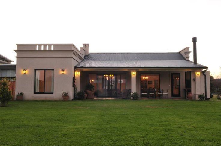 Mirá imágenes de diseños de Casas estilo rural: vista contrafrente. Encontrá las mejores fotos para inspirarte y creá tu hogar perfecto.