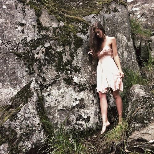 Ryds grottor i Skövde. Modell: Lotta Ahlner