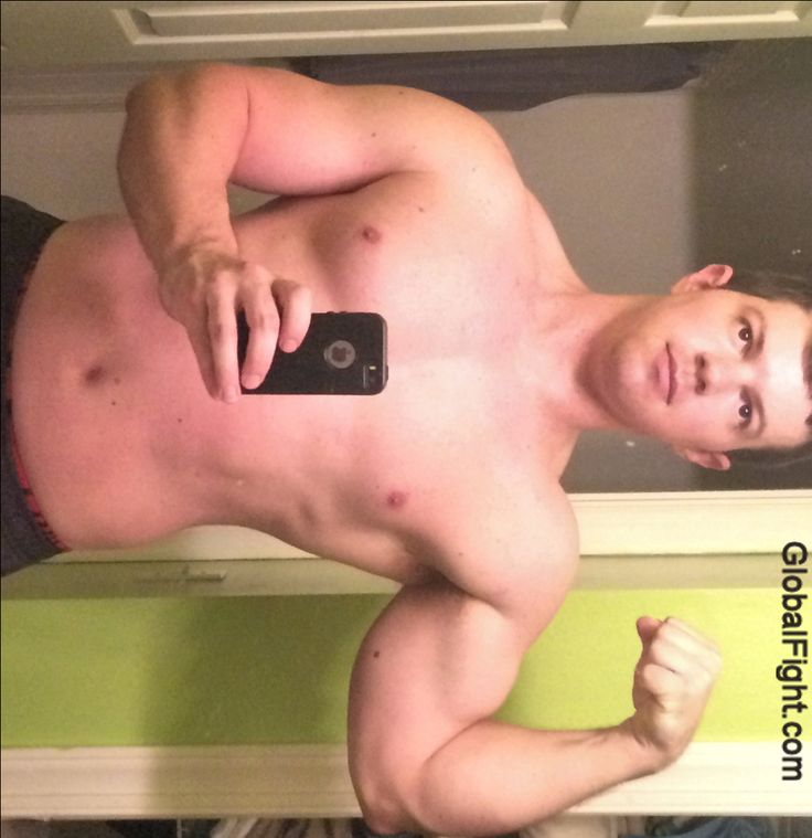 smooth muscle hunk flexing