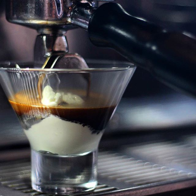 How about some affogato at this evening? Combining real vanilla ice-cream and two espresso shots! Yummy!