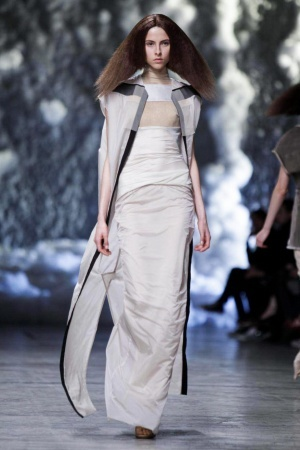 The designs in this s/s 2013 collection are in many shapes from, boxy to triangle, to very edgy shoulders. I like this outfit out of all. Avant garde Rick Owens Spring Summer Ready To Wear 2013 Paris #SS2013 #PFW