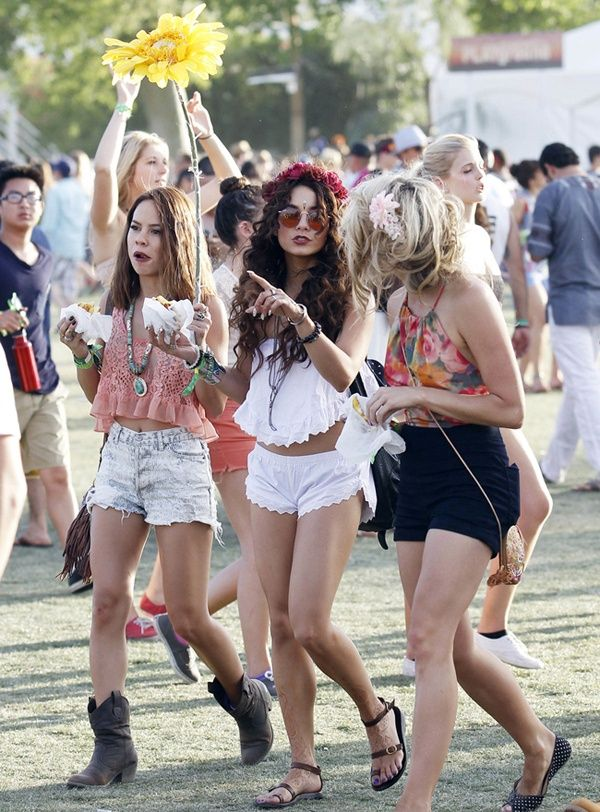 Vanessa Hudgens Photo , Vanessa Hudgens enjoys the Coachella music festival  with friends as she has a bite to eat while on the go in Indio