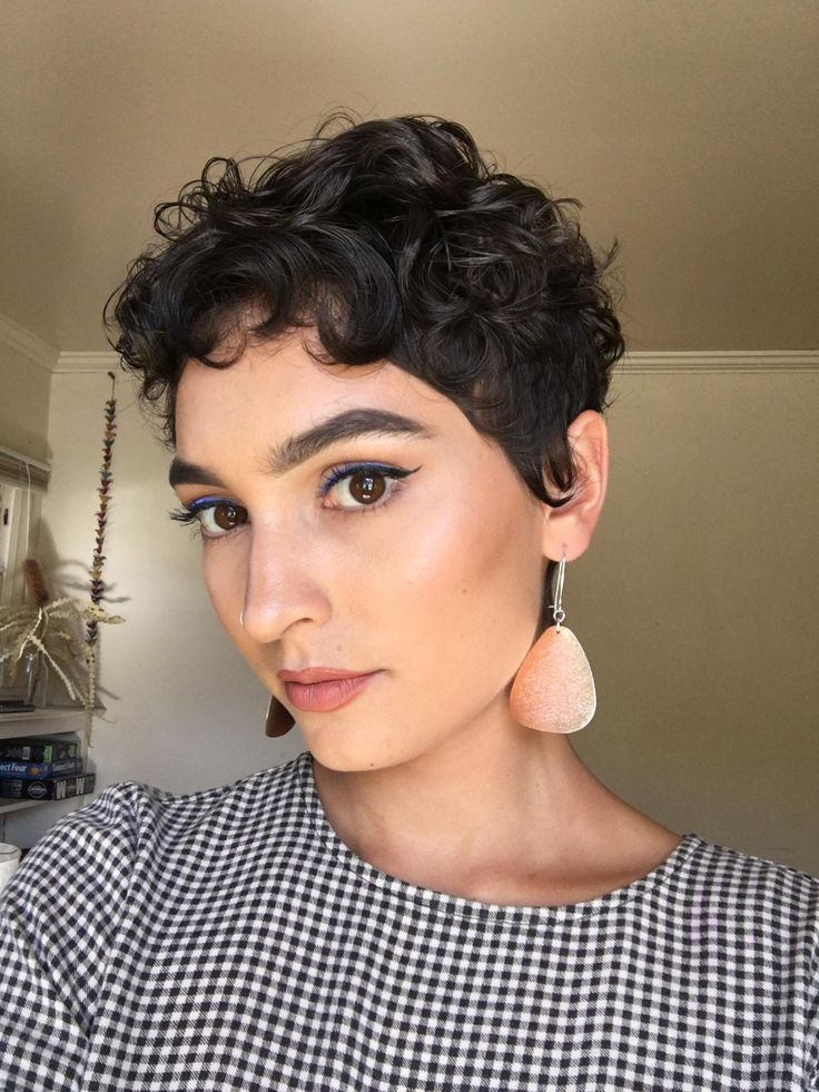 reddit.com in 2020 | Curly pixie hairstyles, Curly pixie haircuts, Short curly haircuts