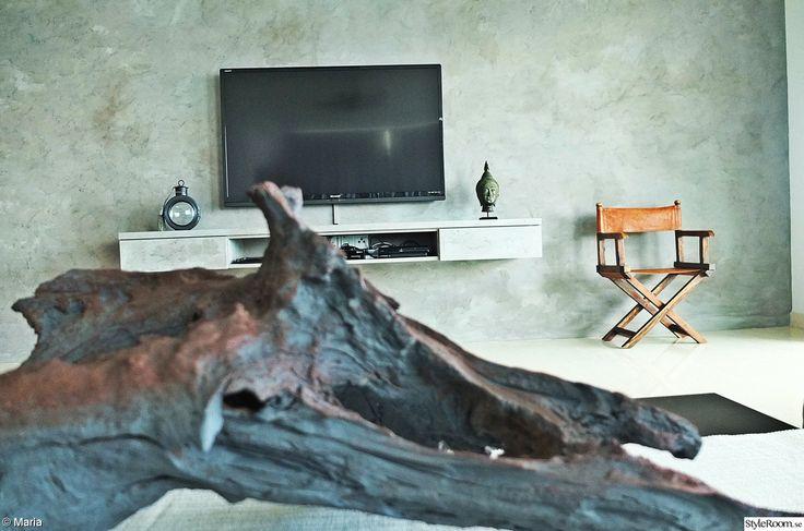 betongvägg,ljuslykta,regissörsstol,platt-tv,buddha