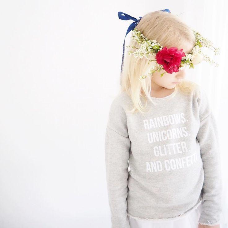 Selbstgemachter Blumenkranz zu genähten Einhorn Pullover - mit Plotterdatei - Kidsfashion im Trend - www.delari.de