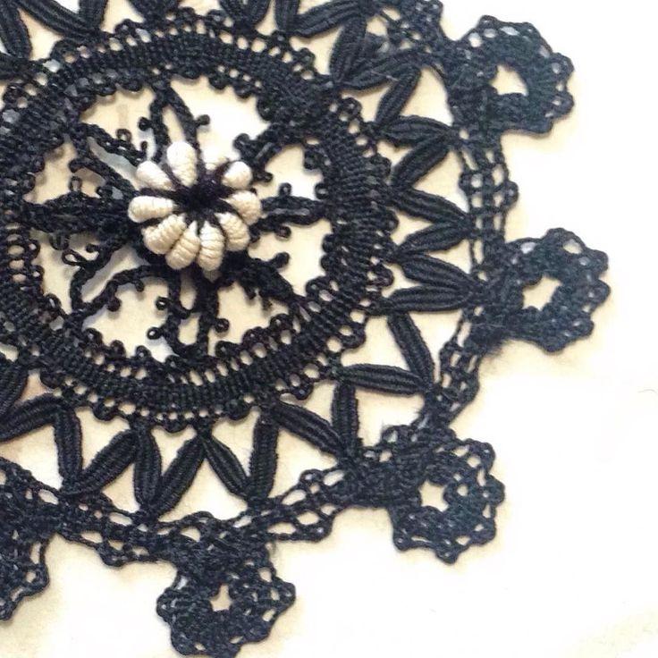 Like Rosaline lace with needle-made pearls or Mirecourt lace with crochet ones I added a crochet bullion stitch pearl to antique bobbin lace motif. 前にアップしたタティングレースもそうだけどボビンレースにもクロッシェレースの飾りが入っていることがありますそんなのを真似してでもちょっとアンティークから外れて黒のモチーフに2色のを簡単カスタマイズ() #ロール編み自習室 #ロール編み #コイル編み #巻き編み #モチーフ #レース編み #ボビンレース #crochetbullionstitch #crochet #bullionstitch #crochetlace #motif #bobbinlace by crochetbullion