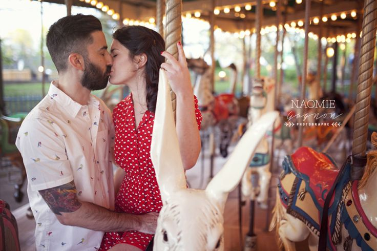 Marie-Michèle & Marc-Antoine Save The Date à la Ronde de Montréal.  Love / Couple / Ronde / Montréal / Save The Date / Carousel