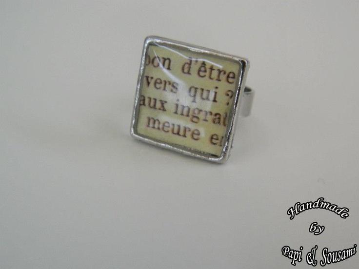Τετράγωνο μικρό δαχτυλίδι ρητίνης από το βιβλίο των μύθων του La Fontaine-Small square resin ring with excerpt of LaFontaine's fables