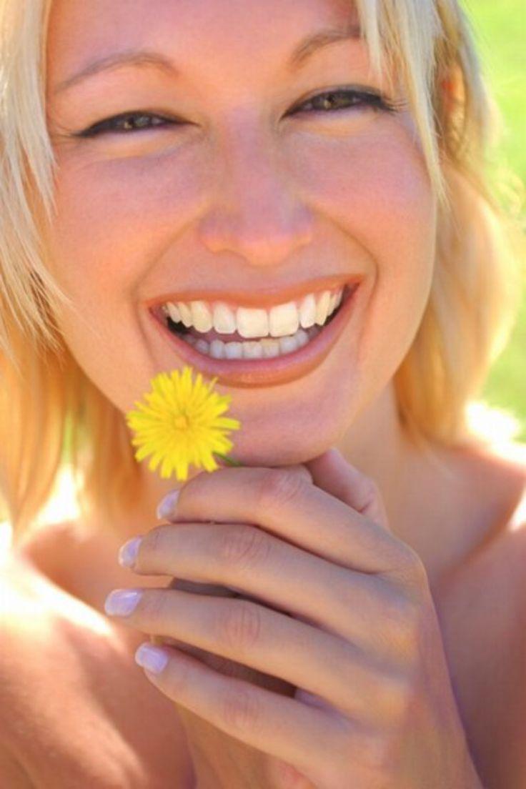 Miód z mniszka lekarskiego:  Składniki: - 250-300 główek kwiatostanu mniszka lekarskiego - 2-3 całe cytryny - 1 kg cukru - 1/2 l wody  Miód z mniszka lekarskiego - sposób przygotowania: Kwiaty położyć na kilka minut na białym papierze, aby pozbyć się robaczków. Nie płukać kwiatów. Kwiaty namoczyć w zimnej wodzie na kilka godzin, potem gotować przez około 15 min. Dodać pokrojone na cząstki cytryny. Wywar odstawić z kwiatostanami i cytryną na 24 godziny. Po tym czasie wsypać cukier i gotować…