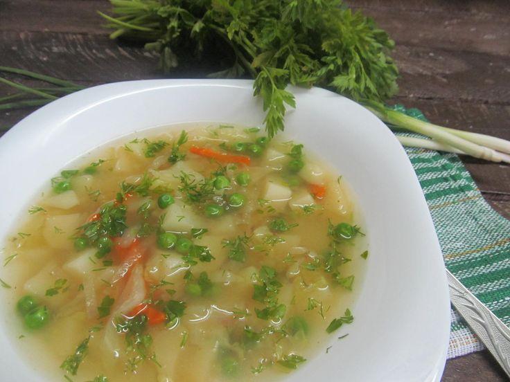 Куриный бульон, картофель, лук, морковь, сельдерей, капуста, редис, замороженный горошек, зелень, манная крупа, порошок карри.