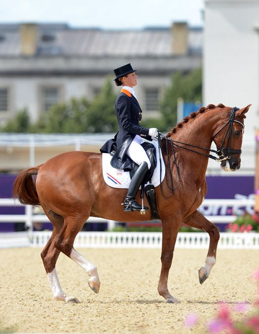 Adelinde Cornelissen and Parzival rode to a second place finish with a 81.687%.(www.dehoefslag.nl)