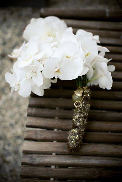 white orchids...love: White Orchids, Wedding Bouquets, Weddings, Bride Bouquets, Baking Shops, Jasmine Star, White Wedding Flowers, Orchids Bouquets, Jl Design