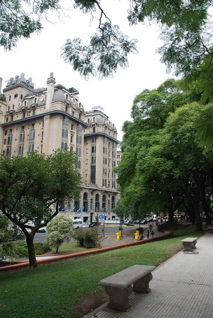 """""Hotel Plaza """" visto desde Plaza San Martin"