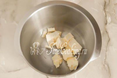 Шаг 4. Когда растопленный шоколад остынет, переходим к приготовлению самого крема